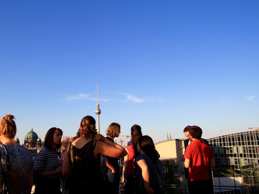 über den Dächern Berlins am Gendarmenmarkt wurde im Anschluss an die Preisverleihung angestossen.